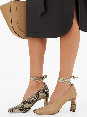 WANDLER isa two-tone square-toe leather pumps