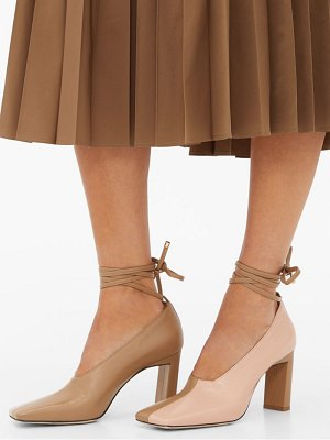 WANDLER isa wraparound leather pumps